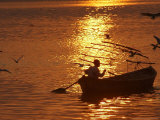 Boat on the River Ganges in Allahabad, India Impressão fotográfica por Rajesh Kumar Singh