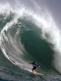 Big Wave Surfing, Waimea Bay, Hawaii Fotografisk trykk av Ronen Zilberman