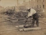 Railroad Construction Worker Straightening Track, c.1862 Foto af Andrew J. Johnson