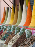 Place Des Ferblatiers, Mountains of Moroccan Spices Souk, Marrakech, Morocco Fotografie-Druck von Walter Bibikow