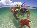 Snorkeling in the Blue Waters of the Bahamas Fotografie-Druck von Greg Johnston
