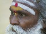 Portrait of a Holy Man, Varanasi, India Lámina fotográfica por Keren Su