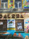 Colorfully Painted Wall in the Old Town, Vilnius, Lithuania Fotografisk trykk av Keren Su