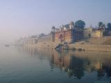 The Ganga (Ganges) River Waterfront, Varanasi (Benares), Uttar Pradesh State, India Reproduction photographique par John Henry Claude Wilson