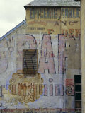 Fading Painted Writing on Back Street Wall, Bayeux, Basse Normandie (Normandy), France, Europe Impressão fotográfica por Walter Rawlings