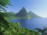 Volcanic Peaks of the Pitons, Soufriere Bay, St. Lucia, Caribbean, West Indies, Central America Fotografisk trykk av Gavin Hellier