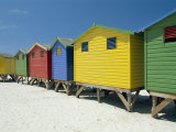 Brightly Painted Beach Bathing Huts at False Bay, Muizenburg, Cape Town, South Africa Fotografisk tryk af Gavin Hellier