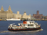 River Mersey Ferry and the Three Graces, Liverpool, Merseyside, England, United Kingdom, Europe Reproduction photographique par Charles Bowman