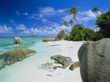 Granite Outcrops on Tropical Beach, Anse Source d'Argent, La Digue, Seychelles Fotografisk tryk af Lee Frost
