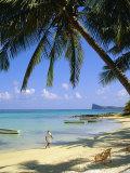 Beach, Cap Malheureux, Mauritius Impressão fotográfica por G Richardson