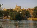 The River Thames and Windsor Castle, Windsor, Berkshire, England, UK, Europe Reproduction photographique par Charles Bowman