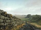 Hadrian's Wall, Towards Crag Lough, Northumberland England, UK Reproduction photographique par Adam Woolfitt