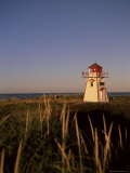 Lighthouse at Cavendish Beach, Prince Edward Island, Canada, North America Reproduction photographique par Alison Wright