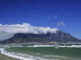 Table Mountain Viewed from Bloubergstrand, Cape Town, South Africa Fotografisk tryk af Fraser Hall