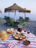 Paella with Olives, Bread and Sangria on a Table on the Beach in Andalucia, Spain Reproduction photographique par Michael Busselle