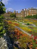 Sunken Gardens, the Origin of the English Nursery Rhyme 'Mary Mary Quite Contrary', London, England Impressão fotográfica por Walter Rawlings