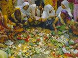 Women at the Lakshmi Puja Festival Celebrating Lakshmi, the Hindu Goddess of Wealth and Beauty Reproduction photographique par John Henry Claude Wilson