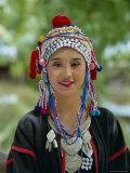 Portrait of an Akha Hill Tribe Woman in Traditional Clothing, Mae Hong Son Province Lámina fotográfica por Gavin Hellier