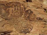 Petroglyphs Drawn in Sandstone by Anasazi Indians Around 500Ad, Valley of Fire State Park, Nevada Lámina fotográfica por Fraser Hall