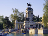 Lake and Monument at Park, Parque Del Buen Retiro (Parque Del Retiro), Retiro, Madrid, Spain Fotografie-Druck von Richard Nebesky