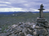 Cairn Off Top of the World Highway, Alaska Fotografisk tryk af Rich Reid