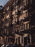 Exterior View of Buildings with Fire Escapes in New York City Reproduction photographique par Ira Block