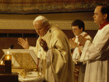 Pope John Paul II Performs a Mass at the Vatican Fotografisk tryk af James L. Stanfield