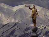 The Gilded Statue of the Angel Moroni against the Oquirrh Mountains, Utah Reproduction photographique par James P. Blair