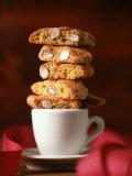 Cantucci Biscuits Piled on a Coffee Cup Valokuvavedos tekijänä Luzia Ellert
