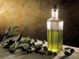 Olive Oil in Bottle, Olives Fotografie-Druck von Michael Brauner