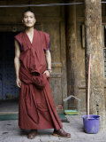 Young Buddhist Monk Outside a Doorway, Qinghai, China Fotografisk tryk af David Evans