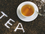 Cup of Black Tea, Surrounded by Tea Leaves with the Word Tea Fotografie-Druck