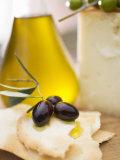 Black Olives, Crackers, Olive Oil and Parmesan Valokuvavedos