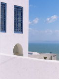 House in Sidi Bou Said, Tunisia Fotoprint van Jon Arnold