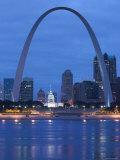 Old Courthouse and Gateway Arch, St. Louis, Missouri, USA Reproduction photographique par Walter Bibikow
