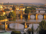 Charles Bridge, Prague, Czech Republic Impressão fotográfica por Walter Bibikow