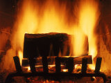 Log Burning in Fireplace Fotografie-Druck von Chris Rogers