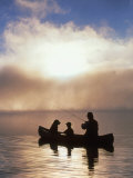 Silhouetted Father and Son Fishing from a Canoe Lámina fotográfica por Bob Winsett