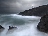 Trevose Lighthouse in a Storm, Cornwall, UK Lámina fotográfica por David Clapp