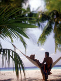 Silhouetted Couple, Felidu Atoll, Maldives Reproduction photographique par Stuart Westmorland