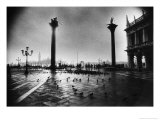 The Columns of St Mark and St Theodore, Piazzetta San Marco Giclée-tryk af Simon Marsden