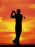 Silhouette of Man Playing Golf Impressão fotográfica por David Davis
