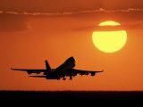Commercial Airliner, Taking Off Lámina fotográfica por Peter Walton