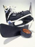Black Ice Skates Fotografisk tryk af Peter Ardito