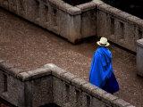 Ecuador, Lady Crossing Bridge Fotografisk tryk af Russell Burden