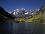 Mountains with Sky and Water, Maroon Bells, CO Fotografie-Druck von Chris Rogers