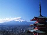 Pagoda and Mt. Fuji, Japan Impressão fotográfica por David Ball