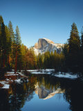 Half Dome Reflected in Merced River, Yosemite National Park Premium fotografisk trykk av Peter Walton