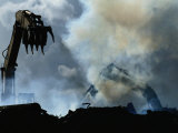 Des pelleteuses enlèvent des débris laissés par l'ouragan Andrew Reproduction photographique par Raymond Gehman