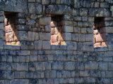 Sunlight Filters Through Stone Windows at Machu Picchu Fotografie-Druck von Pablo Corral Vega